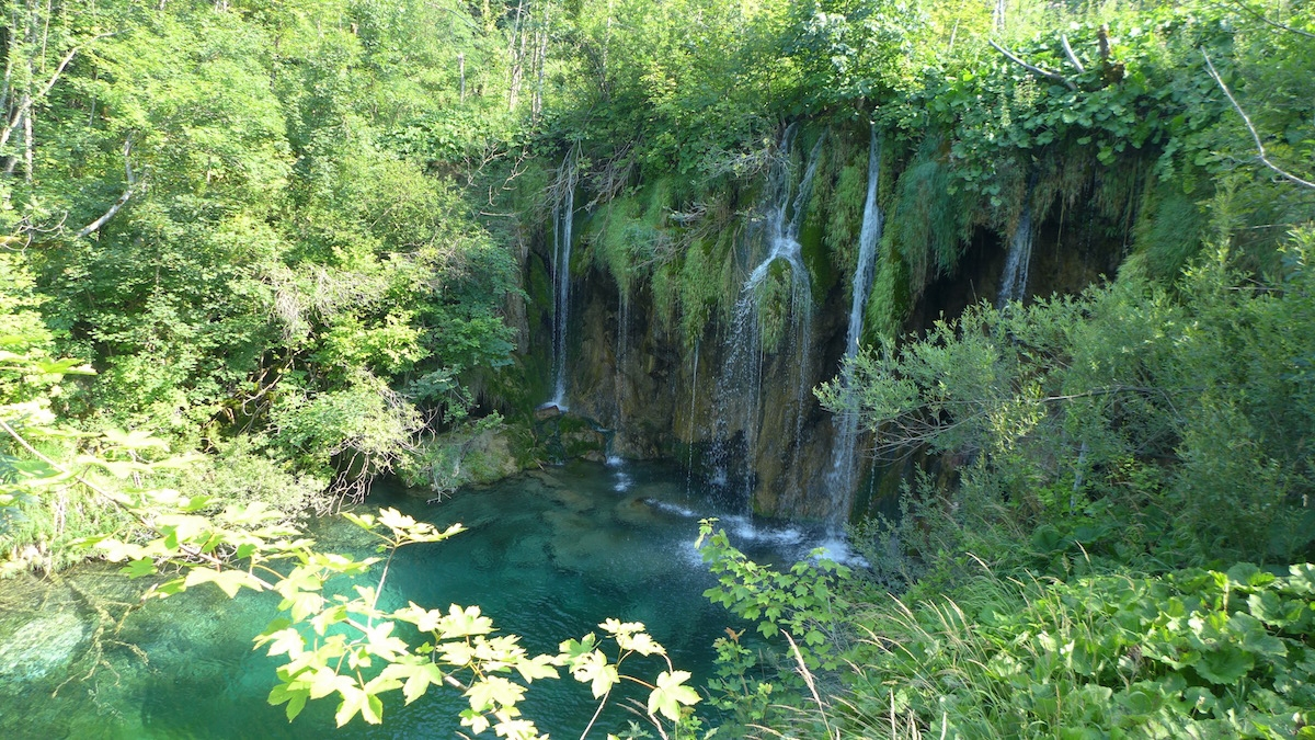 04-plitvice-waterfalls-pond