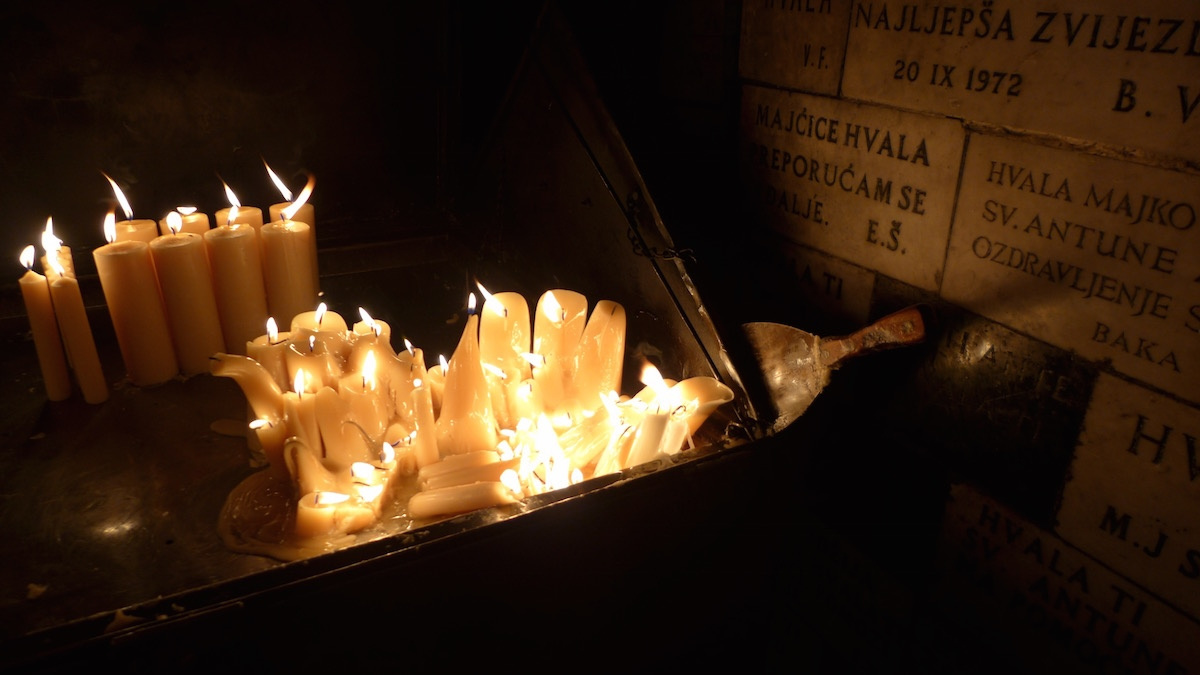 02-zagreb-candles-at-stone-gate