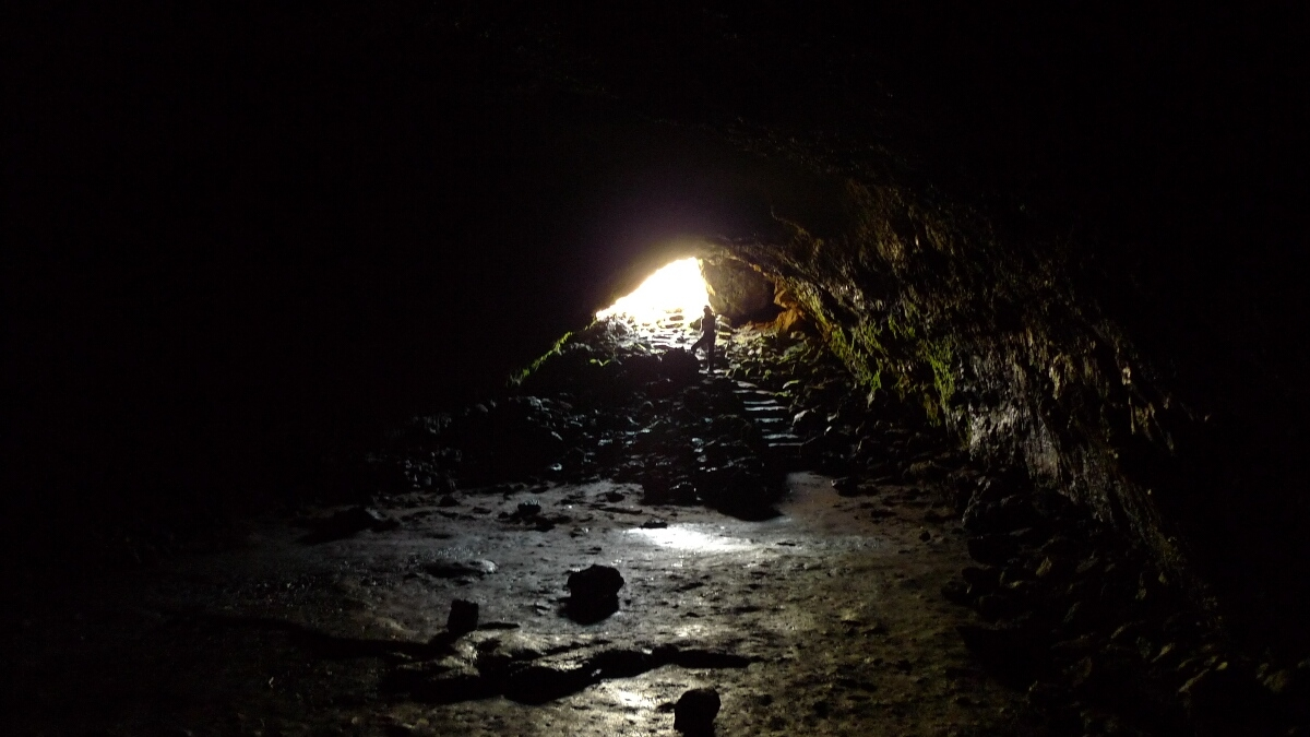 08-budj-bim-cave-inside