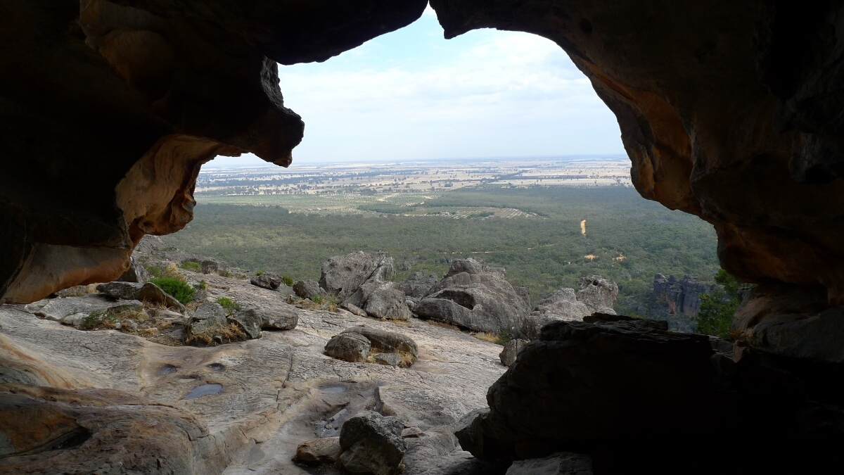 05-grampians-hollow-mountain-inside-the-cave