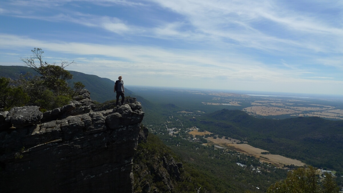 08-grampians-pinnacle-walk-on-the-top