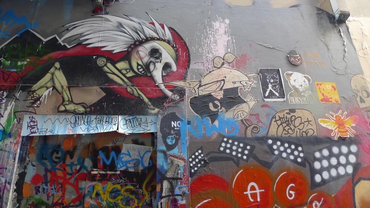 12-mb-streetart-alley