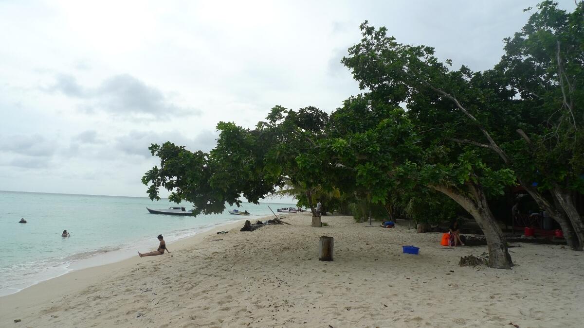 01-sangalaki-beach